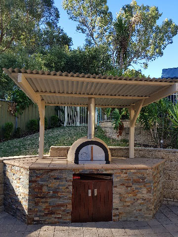 wood-fired-pizza-oven-under canopy